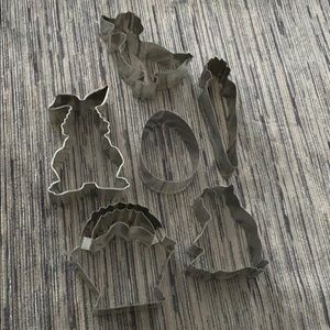 6 Williams Sonoma Easter cookie cutters